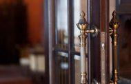 Il portiere resta al lavoro: più sicurezza in condominio